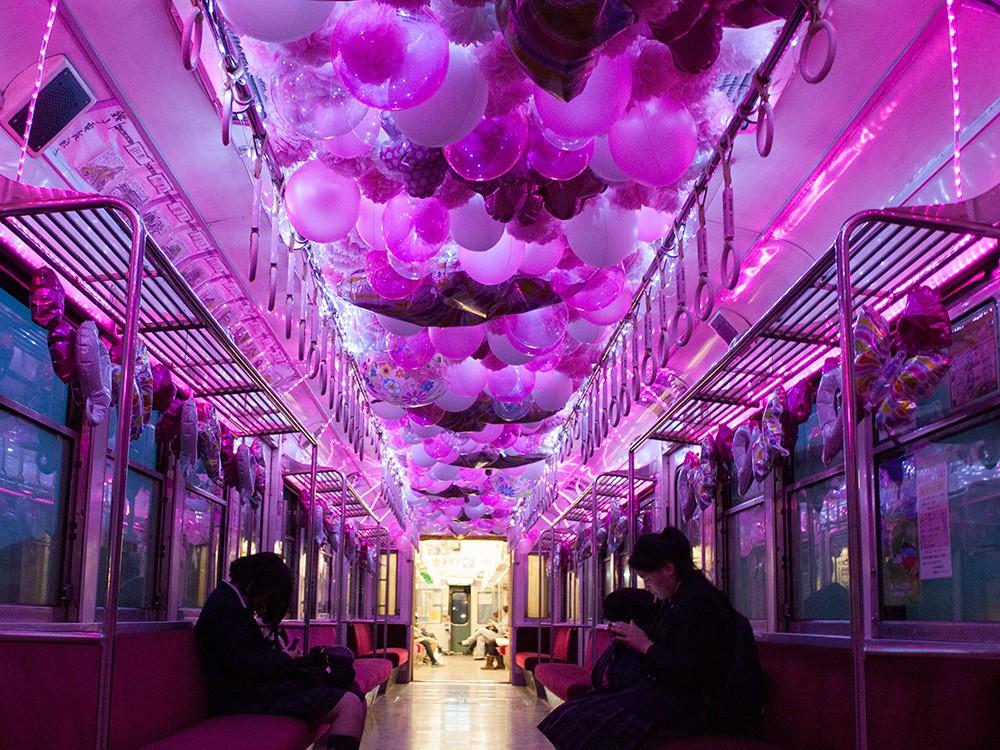 春の桜バルーン電車