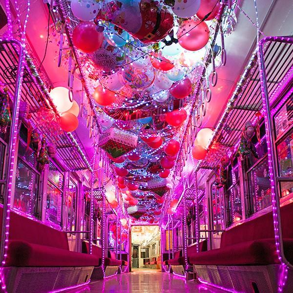 夜のイルミネーション電車